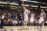 Memphis Grizzlies v Phoenix Suns: Rudy Gay and Goran Dragic Photographic Print by  Christian