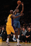 Washington Wizards v Los Angeles Lakers: Lamar Odom and Nick Young Photographic Print by  Jeff