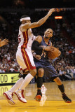 Charlotte Bobcats v Miami Heat: D.J. Augustin and Eddie House Fotografie-Druck von Mike Ehrmann