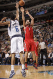 Houston Rockets v Dallas Mavericks: Luis Scola and Tyson Chandler Photographic Print by Danny Bollinger