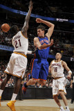 New York Knicks v Cleveland Cavaliers: Danilo Gallinari and J.J. Hickson Photographie par David Liam Kyle