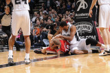 Portland Trail Blazers v San Antonio Spurs: Tim Duncan and Joel Przybilla Fotografisk tryk af D. Clarke Evans