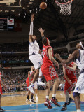 Houston Rockets v Dallas Mavericks: Shawn Marion and Brad Miller Photographic Print by Danny Bollinger