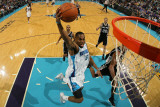 San Antonio Spurs v New Orleans Hornets: Marcus Thornton Photographic Print by Chris Graythen