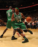 Boston Celtics v Toronto Raptors: Paul Pierce and Kevin Garnett Fotografisk tryk af Ron Turenne