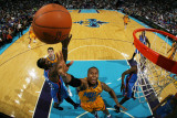Oklahoma City Thunder v New Orleans Hornets: David West and Jeff Green Fotografie-Druck von Chris