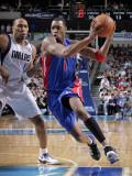 Detroit Pistons v Dallas Mavericks: Tracy McGrady and Shawn Marion Photographic Print by Glenn James