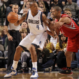 Houston Rockets v Dallas Mavericks: Caron Butler and Shane Battier Photographic Print by Danny Bollinger
