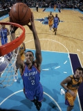 Oklahoma City Thunder v New Orleans Hornets: Thabo Sefolosha Photographic Print by Layne Murdoch