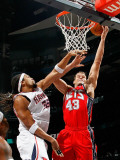New Jersey Nets v Atlanta Hawks: Etan Thomas and Kris Humphries Photographic Print by Kevin Cox