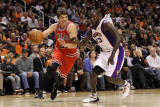 Chicago Bulls v Phoenix Suns: Kyle Korver and Jason Richardson Photographic Print by Christian Petersen
