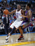 Phoenix Suns v Oklahoma City Thunder: Kevin Durant and Josh Childress Lmina fotogrfica por Layne Murdoch