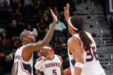 New Jersey Nets v Atlanta Hawks: Jamal Crawford and Etan Thomas Photographic Print by Kevin Cox