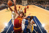 Cleveland Cavaliers  v Indiana Pacers: Anderson Varejao and Danny Granger Photographie par Ron Hoskins