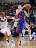 Detroit Pistons v Dallas Mavericks: Tayshaun Prince and Jason Kidd Photographic Print by Glenn James