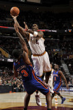 New York Knicks v Cleveland Cavaliers: Antawn Jamison and Shawne Williams Photographic Print by David Liam Kyle