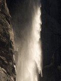 Bridalveil Fall Thunders to the Valley Floor in Yosemite Valley Lámina fotográfica por Phil Schermeister
