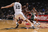 Milwaukee Bucks v San Antonio Spurs: Earl Boykins and Matt Bonner Photographic Print by D. Clarke Evans