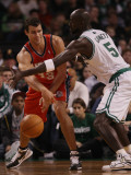 New Jersey Nets v Boston Celtics: Kris Humphries and Kevin Garnett Photographic Print by  Elsa