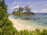 A Beach on Mahe Island Impresso fotogrfica por Alison Wright