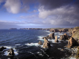 Rugged Sea Stacks of the Isle of Lewis Fotografiskt tryck av Jim Richardson