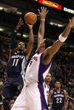Memphis Grizzlies v Phoenix Suns: Mike Conley Photographic Print by Christian