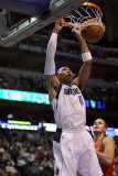 Portland Trail Blazers v Dallas Mavericks: Shawn Marion and Joel Przybilla Fotografisk tryk af Ronald Martinez