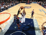 Atlanta Hawks v New Jersey Nets: Travis Outlaw and Damien WIlkins Photographic Print by David Dow