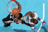 San Antonio Spurs v New Orleans Hornets: Antonio McDyess and Emeka Okafor Lmina fotogrfica por Chris Graythen