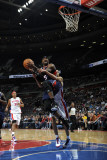 Atlanta Hawks v Detroit Pistons: Josh Smith and Tayshaun Prince Fotografisk tryk af Allen Einstein