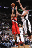 Portland Trail Blazers v San Antonio Spurs: Brandon Roy and Tim Duncan Photographie par D. Clarke Evans