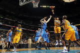 Oklahoma City Thunder v New Orleans Hornets: David West and Nick Collison Fotografie-Druck von Layne Murdoch