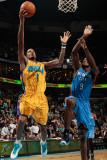 Oklahoma City Thunder v New Orleans Hornets: Trevor Ariza and Thabo Sefolosha Photographic Print by Chris