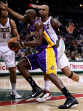 Los Angeles Lakers v Milwaukee Bucks: Lamar Odom and Drew Gooden Photographic Print by Jonathan Daniel