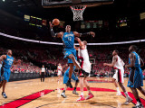 Orlando Magic v Portland Trail Blazers: Joel Pryzbilla and Dwight Howard Fotografisk tryk af Sam Forencich