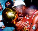 Michael Jordan Game 5 of the 1991 NBA Finals with Championship Trophy Fotografía