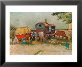 Les roulottes, campement de bohémiens aux environs d'Arles Affiches par Vincent van Gogh