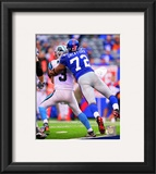 Osi Umenyiora 2010 Action Framed Photographic Print