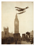 Alan Cobham Coming in to Land on the Thames at Westminster, London, 1926 Reproduction procédé giclée par  English Photographer