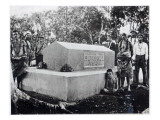 The Tomb of Tusitala, the Grave of Robert Louis Stevenson at Apia, Samoa Reproduction proc&#233;d&#233; gicl&#233;e par Thomas Andrew
