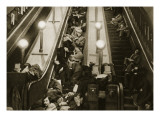 Londoners Seek Shelter from the Bombs in the Underground, 1940 Impression giclée par  English Photographer