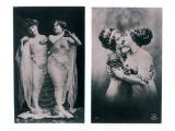 Two Women Embracing Reproduction procédé giclée par  French Photographer