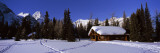 Tourist Lodge in Snow Covered Field, Naiset Cabins and Huts, Mt Assiniboine Provincial Park, Canada Veggoverføringsbilde av Panoramic Images,