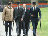 Prince William & Prince Harry wearing tie and traditional bowler hat, attending the Combined Cavalr Fotografisk tryk