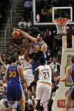 Golden State Warriors v Cleveland Cavaliers, Cleveland, Oh - March 8: Vladimir Radmanovic and Ramon Photographie par David Liam Kyle