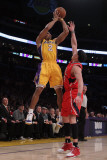 Atlanta Hawks v Los Angeles Lakers, Los Angeles, CA - February 22: Derek Fisher Photographie par Jeff Gross