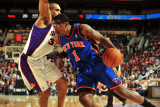 New York Knicks v Phoenix Suns, Phoenix - January 7: Amar&#39;e Stoudemire and Grant Hill Photographic Print by Barry Gossage