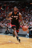 Chicago Bulls v Miami Heat, Miami, FL - March 6: LeBron James Fotografie-Druck von Victor Baldizon
