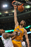 Los Angeles Lakers v Boston Celtics, Boston, MA - February 10: Pau Gasol and Glen Davis Fotografisk tryk af Brian Babineau