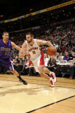 Sacramento Kings v Toronto Raptors, Toronto, Canada - January 9: Linas Kleiza and Francisco Garcia Photographie par Ron Turenne